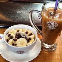 Photo taken at The Coffee Bean & Tea Leaf by Jason A. on 8/12/2014