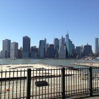 Das Foto wurde bei Brooklyn Heights Promenade von Nils M. am 5/4/2013 aufgenommen