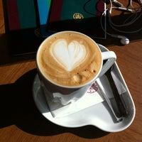 Photo prise au Kahve Dünyası par ULKU D. le4/27/2013