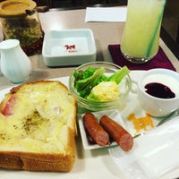 Photo taken at Coffee Shop Evian by しゃぼ は. on 3/29/2016
