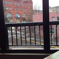 Das Foto wurde bei Max's on Broad von Dionne W. am 12/9/2013 aufgenommen
