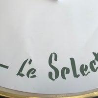 Photo taken at Le Select by Uma'ma M. on 12/31/2017