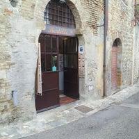 10/2/2013 tarihinde Veera R.ziyaretçi tarafından Dal Bertelli'de çekilen fotoğraf