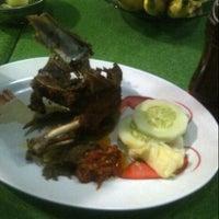 Photo taken at Bebek Goreng Surabaya Ibu Sutami by ERachma M. on 8/18/2014