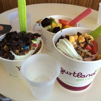 Photo taken at Yogurtland by Mina İslamoğlu on 9/25/2015