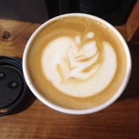 10/26/2013 tarihinde Aaron M.ziyaretçi tarafından Oslo Coffee Roasters'de çekilen fotoğraf