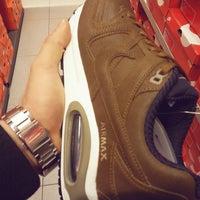 3/15/2015 tarihinde Arıkan E.ziyaretçi tarafından Nike Factory Store'de çekilen fotoğraf