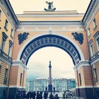 Снимок сделан в Дворцовая площадь пользователем Viktor G. 7/20/2013