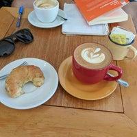 Foto tirada no(a) Sur Café por Daren W. em 11/3/2017