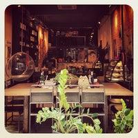8/25/2013 tarihinde Fond of Foodziyaretçi tarafından Nikol Galata'de çekilen fotoğraf