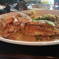 Photo taken at Pappadeaux Seafood Kitchen by Rafael G. on 7/24/2013