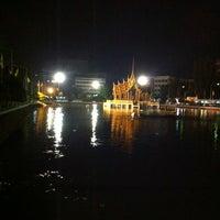 Photo taken at สระน้ำ มหาวิทยาลัยรามคำแหง by Prataid S. on 2/27/2014