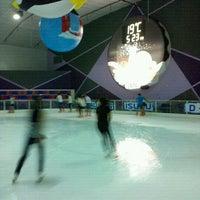 Photo taken at Sub-Zero Ice Skate Club by Noo นู๋ R. on 11/10/2012