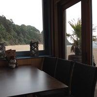 Снимок сделан в Venus Beach Cafe пользователем Nik P. 6/26/2014