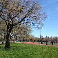 Das Foto wurde bei McCarren Park von Melanie T. am 4/21/2013 aufgenommen