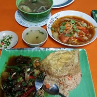 Photo taken at Tomyam abe,kepong indah by Firdhaus H. on 2/6/2015