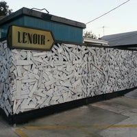 Foto tomada en Lenoir por Mary S. el 10/23/2012