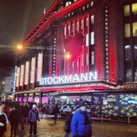 12/14/2012 tarihinde Ossi T.ziyaretçi tarafından Stockmann'de çekilen fotoğraf