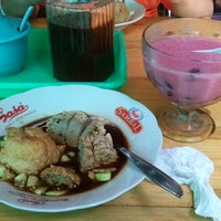 Photo taken at Oky Pempek Palembang by Virda V. on 9/28/2014