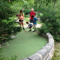 Foto tirada no(a) Big Stone Mini Golf & Sculpture Garden por Dawn N. em 6/15/2013