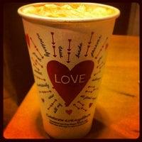 Снимок сделан в Starbucks пользователем Alban L. 2/12/2012