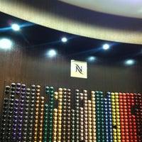 Foto tirada no(a) Nespresso Boutique por Aitor H. em 7/26/2012