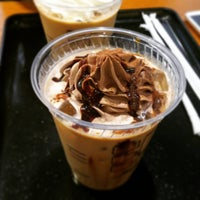 Photo taken at Tully's Coffee by 棚旗 織. on 4/3/2016