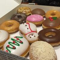 Снимок сделан в Krispy Kreme пользователем Irina T. 12/6/2015