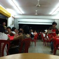 Photo taken at Restaurant Jin Zhou (Steamboat) by Sebastian S. on 8/8/2013