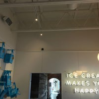 Photo taken at Molly Moon's Homemade Ice Cream by Elif E. on 9/1/2017