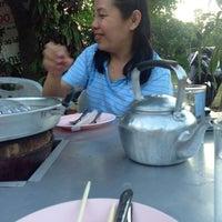 Photo taken at ร้าน ทุ่งทองปลาจุ่ม by Muenfun S. on 8/12/2014