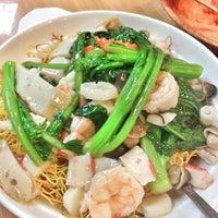 Photo taken at New Hon Wong Restaurant 新恒旺大飯店 by Valerie C. on 7/23/2013