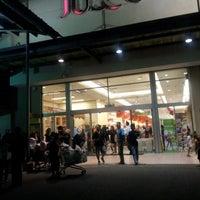 Foto diambil di AEON Permas Jaya Shopping Centre oleh Rafidah K. pada 1/11/2013