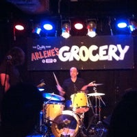 Photo prise au Arlene's Grocery par Russ B. le7/18/2013