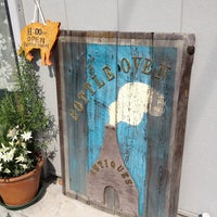 Photo taken at BOTTLE OVEN ANTIQUES by Denny S. on 7/16/2013