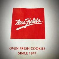 Photo taken at Mrs. Fields by Apichaya C. on 11/15/2013