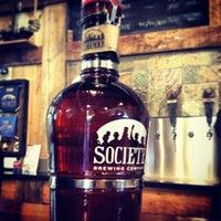 Das Foto wurde bei Societe Brewing Company von Beers in Paradise am 2/11/2013 aufgenommen