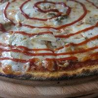10/13/2015 tarihinde Cem G.ziyaretçi tarafından Pizza Locale'de çekilen fotoğraf