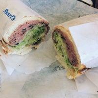 9/16/2014 tarihinde Katelin C.ziyaretçi tarafından Snarf's Sandwiches'de çekilen fotoğraf