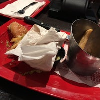 Photo taken at Red Robin Gourmet Burgers by Jocellyn on 12/8/2016