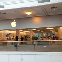 Photo taken at Apple The Westchester by eSpacioShop .. on 5/15/2014