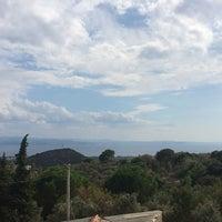 Photo taken at İkizler Çay Bahçesi by Deniz B. on 9/18/2014