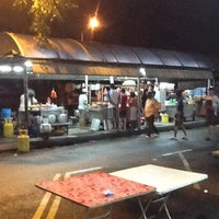 Photo taken at Jalan Ipoh Curry Mee by Sze P. on 2/3/2013