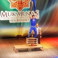 Photo taken at Mukarnas Spa Resort Hotel Amphi Theater by Zişan B. on 6/30/2017