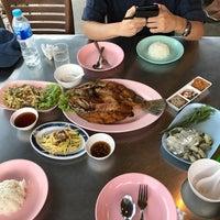 Photo taken at Krua Samed Dang by Clara S. on 4/19/2017