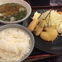 Photo taken at 串かつ でんがな 本厚木ミロードイースト店 by 青襟男 ゆ. on 4/19/2015