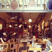 4/25/2013 tarihinde Ashton T.ziyaretçi tarafından Ara Kafe'de çekilen fotoğraf
