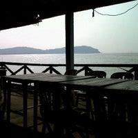 Photo taken at ร้านอาหารท่าเรือซีฟู้ด อ่างศิลา by Golf_ T. on 12/1/2012