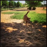 Foto scattata a Stapleton Dog Park da Dougbert H. il 6/16/2013