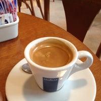 Foto tirada no(a) Kampalla Café por Vitor B. em 10/10/2012